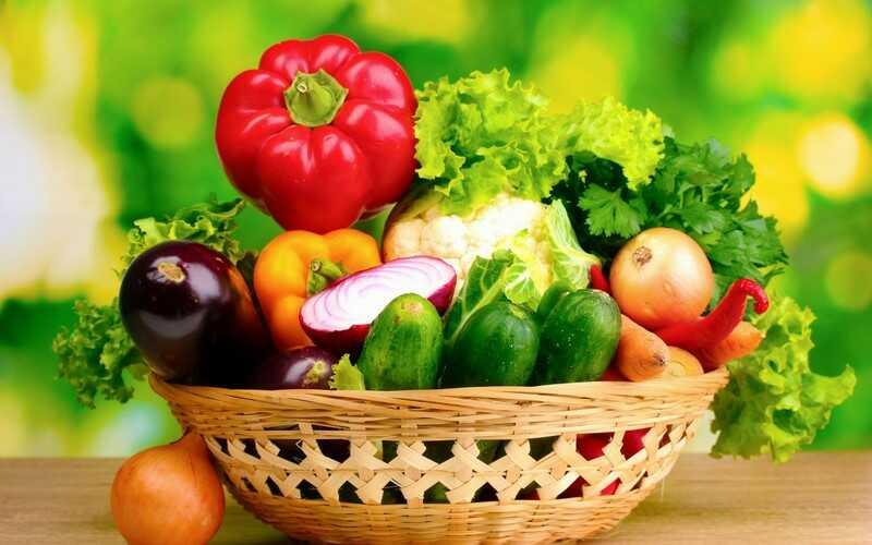 Người bị ho nên ăn các loại rau xanh và hoa quả