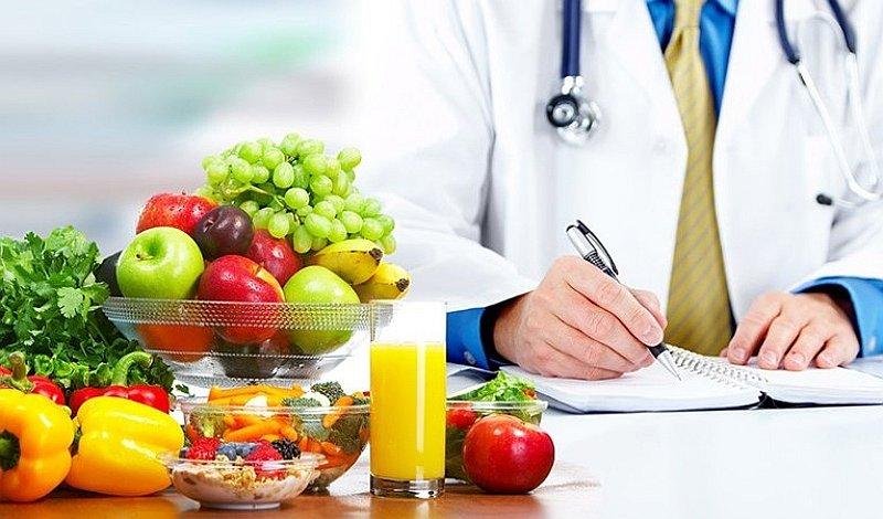 Người bệnh nên ăn nhiều rau xanh và hoa quả sau khi phẫu thuật