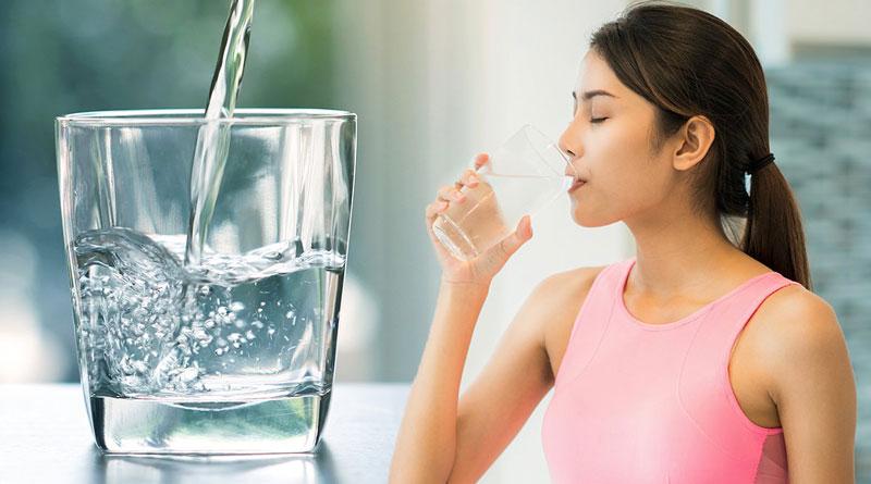 Uống đủ nước mỗi ngày là một cách phòng chống bệnh tiểu rắt