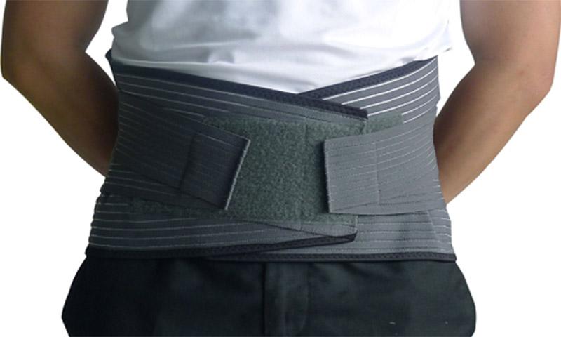 Đai đeo là dụng cụ hỗ trợ điều trị thoát vị đĩa đệm hiệu quả