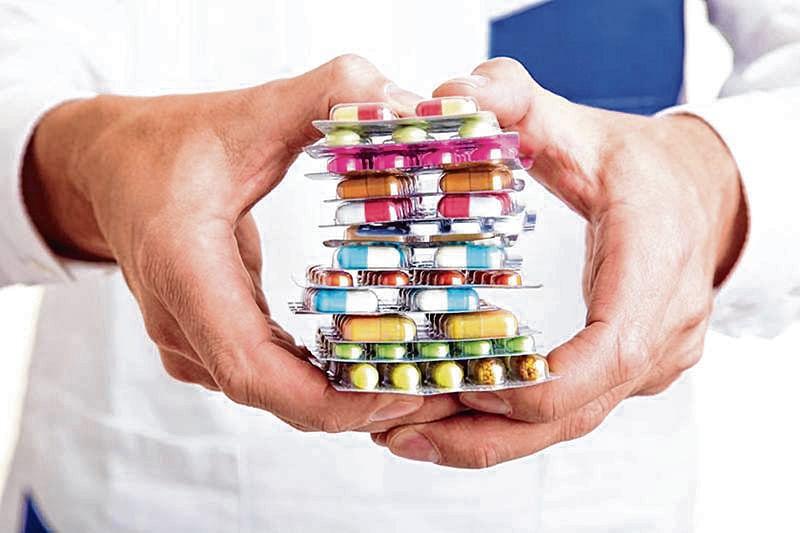 Người bệnh có thể sử dụng thuốc kháng sinh Tây y để trị bệnh