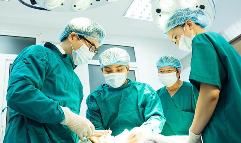 Sau quá trình phẫu thuật, bệnh nhân cần tinh dưỡng theo tư vấn của chuyên gia