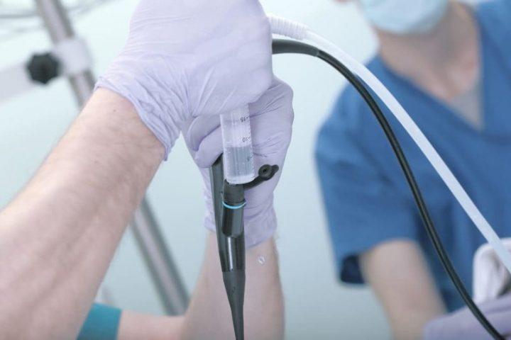 Nội soi bàng quang có tên gọi tiếng Anh là Cystoscopy.
