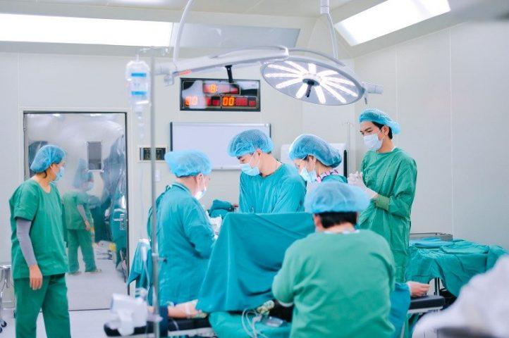 Chữa viêm lộ tuyến cổ tử cung bằng áp lạnh là phương pháp sử dụng nhiệt độ thấp ở mức độ nhất định, tác động và loại bỏ đi tế bào viêm lộ tuyến.