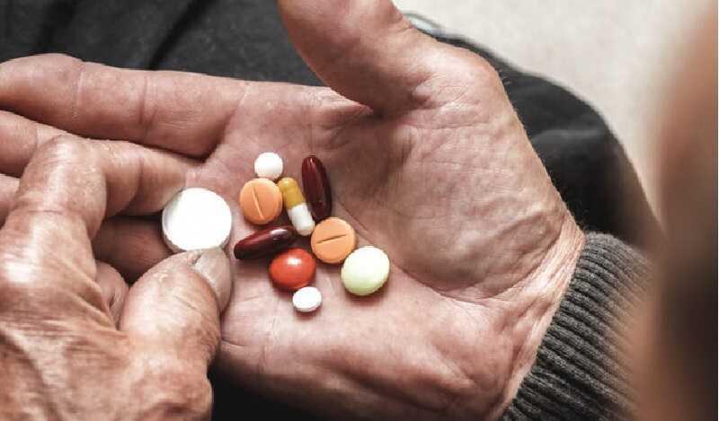 Bệnh nhân suy thận gây tăng huyết áp thường được chỉ định sử dụng thuốc kết hợp trị liệu bằng máy