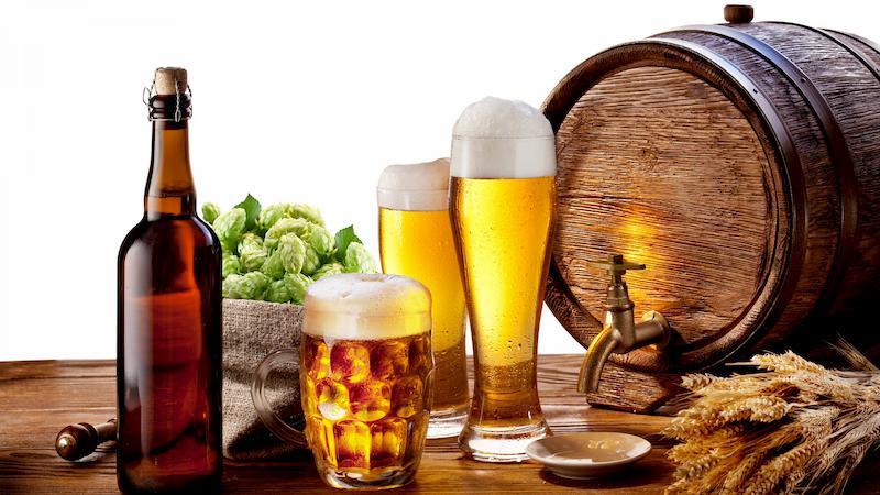 Rượu, bia là loại đồ uống đứng đầu trong danh sách người bệnh nên kiêng sử dụng