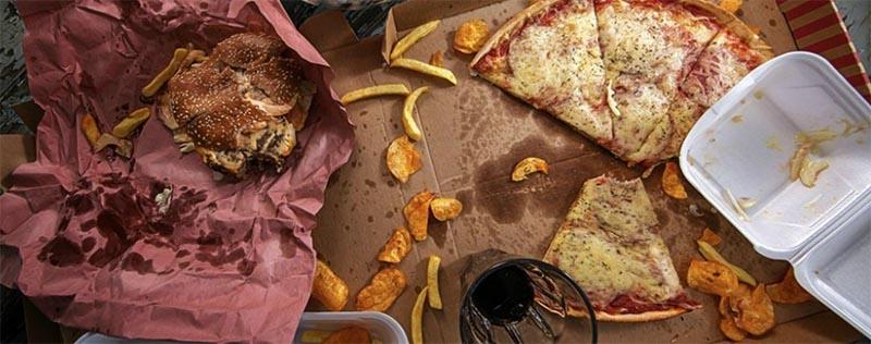 Chề độ ăn uống thiếu khoa học là một trong những nguyên nhân gây bệnh