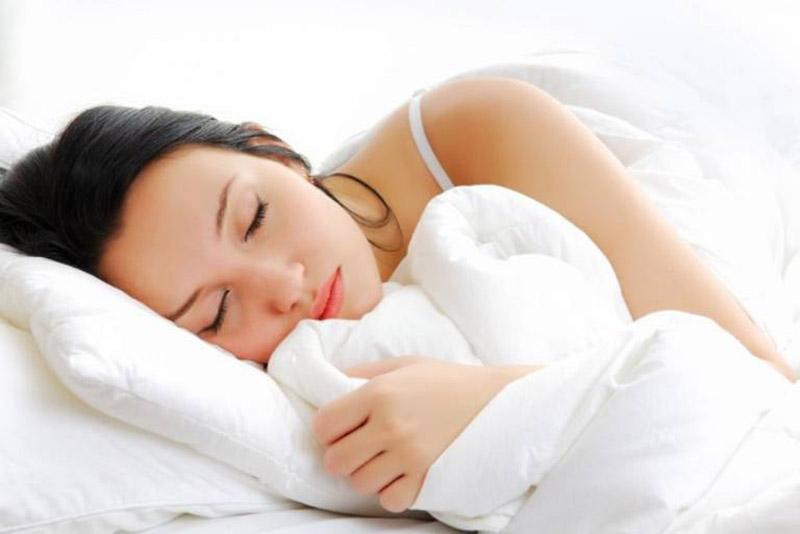 Người bị thoái hóa đốt sống có thể ngủ theo tư thế nằm nghiêng