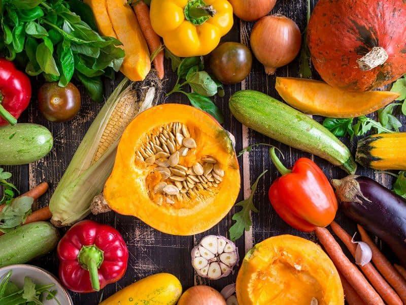 Bố mẹ nên bổ sung chất xơ, rau xanh, thực phẩm nhiều vitamin trong bữa ăn cho trẻ