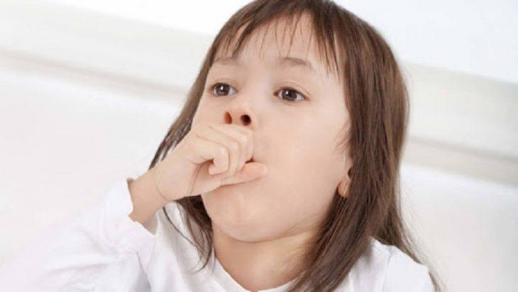 Trẻ bị ho kiêng ăn gì