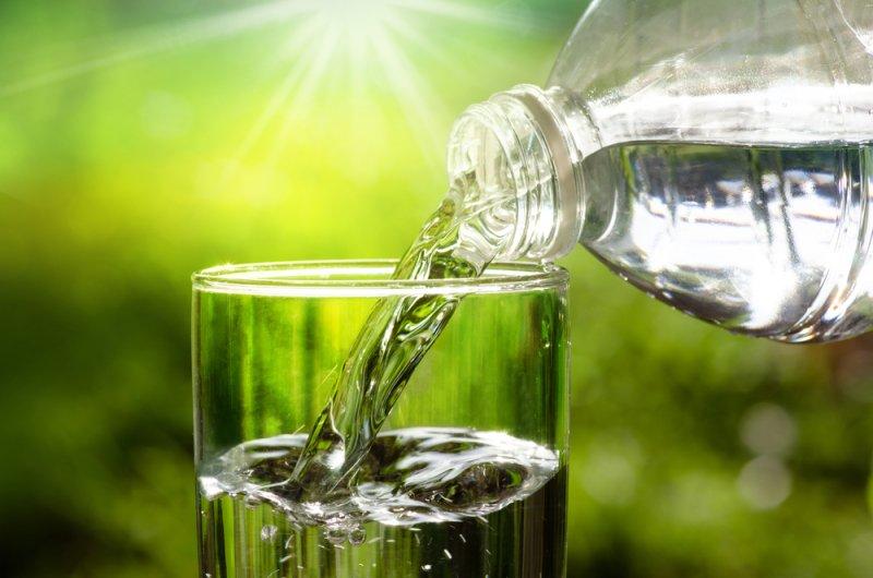 Người bệnh nên uống đủ nước mỗi ngày