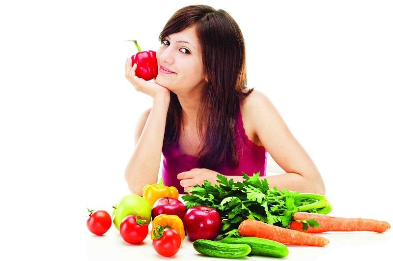 Bổ sung tích cực các thực phẩm có lợi như rau xanh, cá hồi và hoa quả…