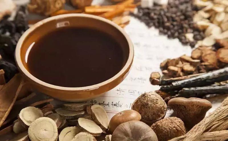 Bài thuốc sắc từ mò trắng với các thảo dược khác có thể dùng để chữa đau bụng kinh