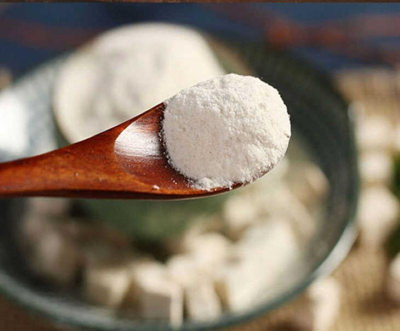 Bạch linh đem tán thành bột sau đó hoàn viên, uống mỗi ngày để điều trị suy nhược cơ thể