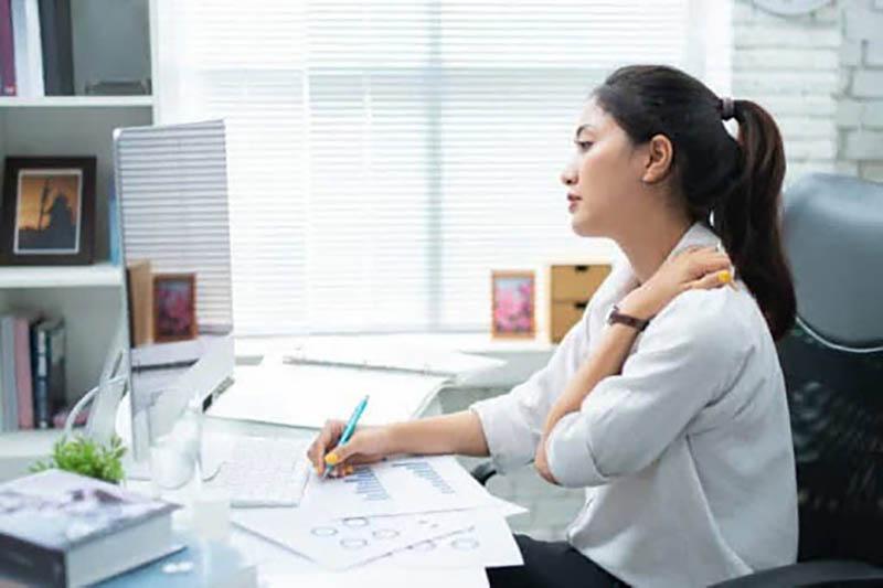 Không chỉ có tác dụng chữa trị, các bài tập này còn giúp dân văn phòng dự phòng gai cột sống cổ hiệu quả
