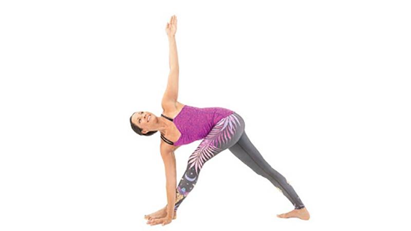 Tư thế tam giác giúp kéo dãn các khớp để hỗ trợ trình trạng co cứng, căng mỏi