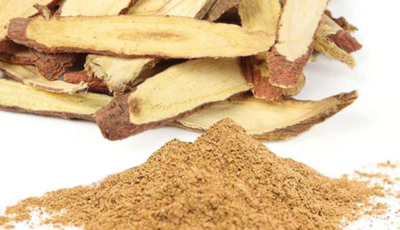 Cam thảo là loại thảo dược tự nhiên thường được dùng để điều trị triệu chứng ho gà