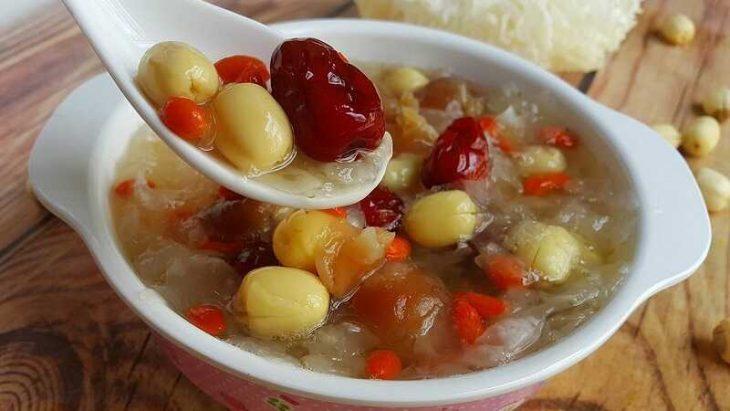 Canh ngân nhĩ là một trong những món ăn tốt cho người bị ho ra máu