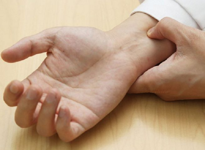 Chống xuất tinh sớm bằng cách bấm cổ tay có hiệu quả không, cách thực hiện và lưu ý