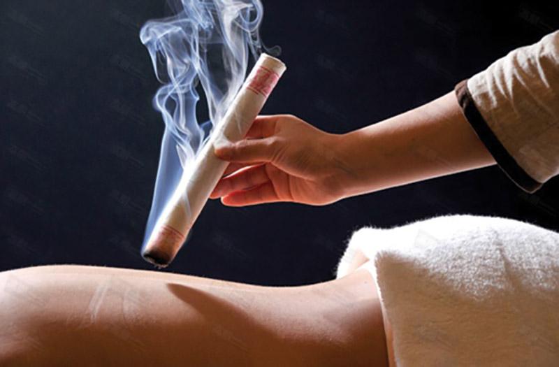 Khi sử dụng điếu ngải để chữa bệnh, người thực hiện phải hết sức cẩn thận