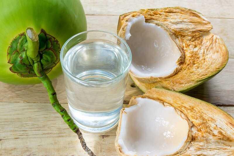 Nước dừa nguyên chất giúp tiêu sỏi nhanh chóng