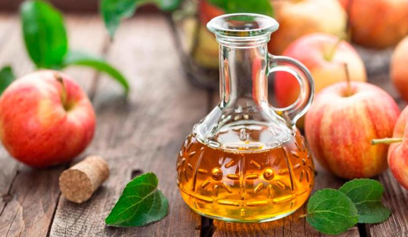 Lượng axit trong giấm táo giúp ức chế sự tấn công của các vi khuẩn, virus gây ho lâu ngày
