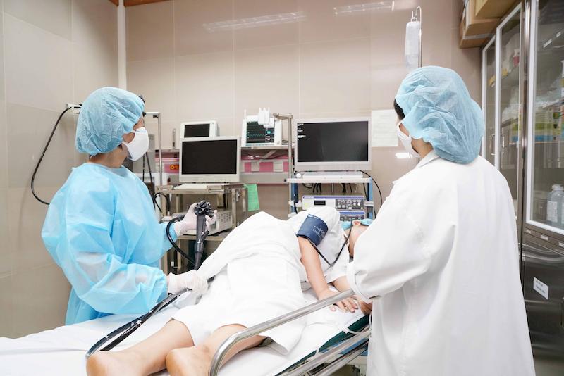 Thực hiện nội soi dạ dày để chẩn đoán chính xác tình trạng bệnh đang gặp phải