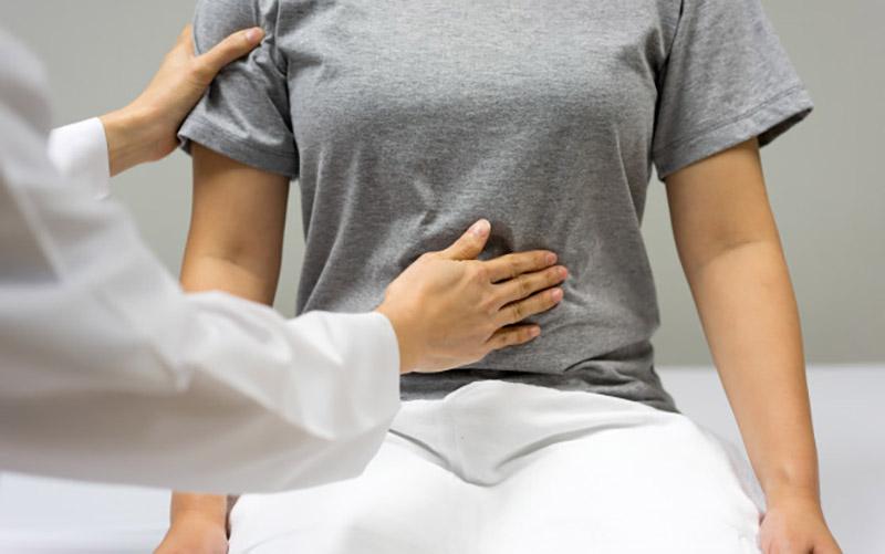 Người bệnh nên đến gặp bác sĩ kịp thời khi cơn đau trở nên nguy cấp