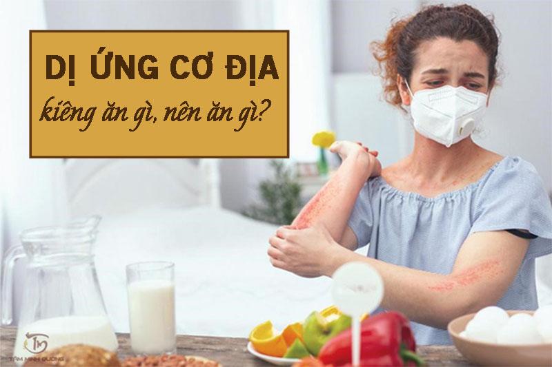 Nên hạn chế ăn các loại thịt bò, hải sản,... khi bị bệnh