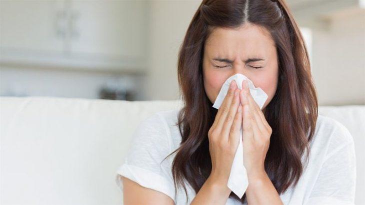 Hắt hơi, sổ mũi là những triệu chứng cảnh báo bạn bị dị ứng thời tiết