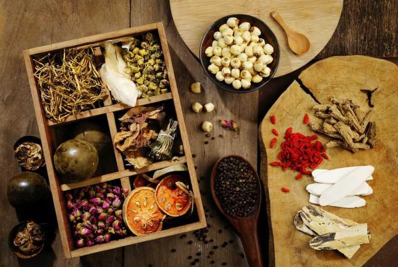 Các bài thuốc Đông y thường sử dụng những nguyên liệu tự nhiên để trị ho gà
