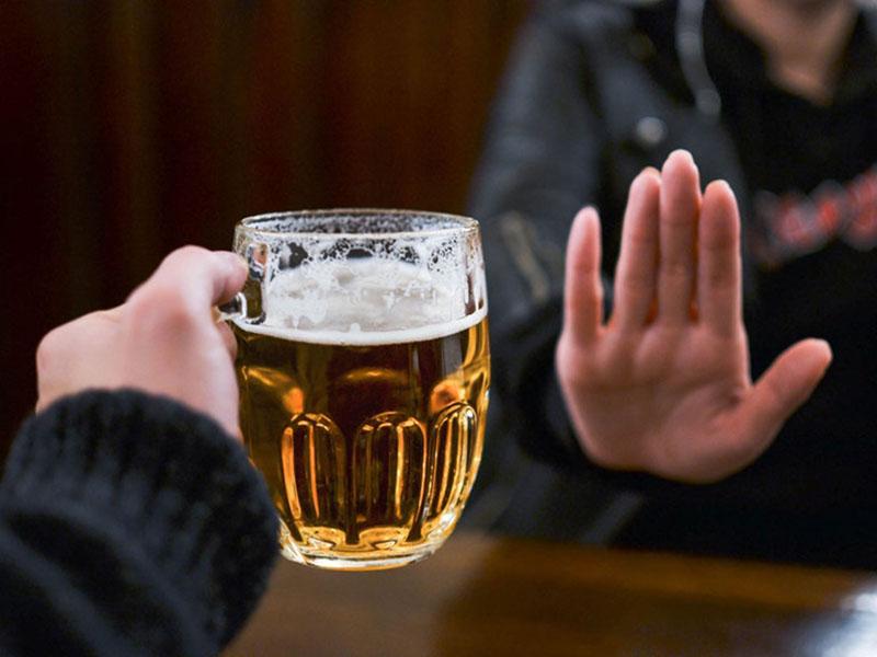 Rượu bia nên được loại bỏ hoàn toàn khỏi chế độ ăn uống