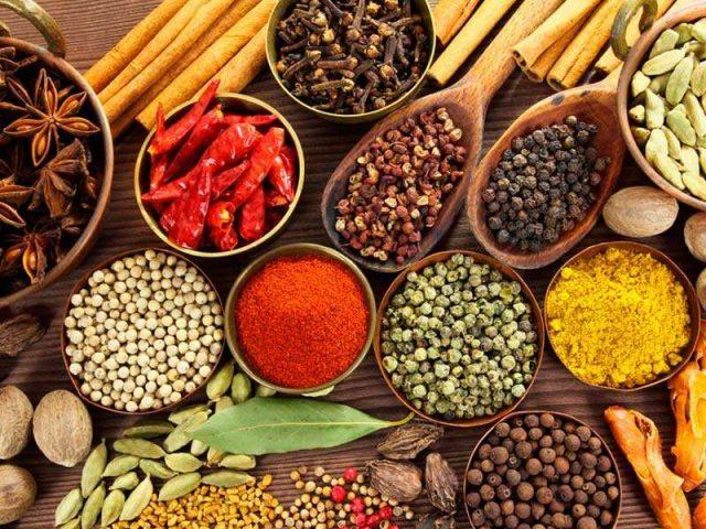 Thực phẩm cay nóng khiến tình trạng ho khan nghiêm trọng hơn