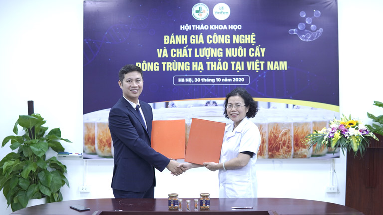 Viện nghiên cứu và phát triển Y dược cổ truyền dân tộc chính thức ký kết hợp tác với Trung tâm dược liệu Vietfarm