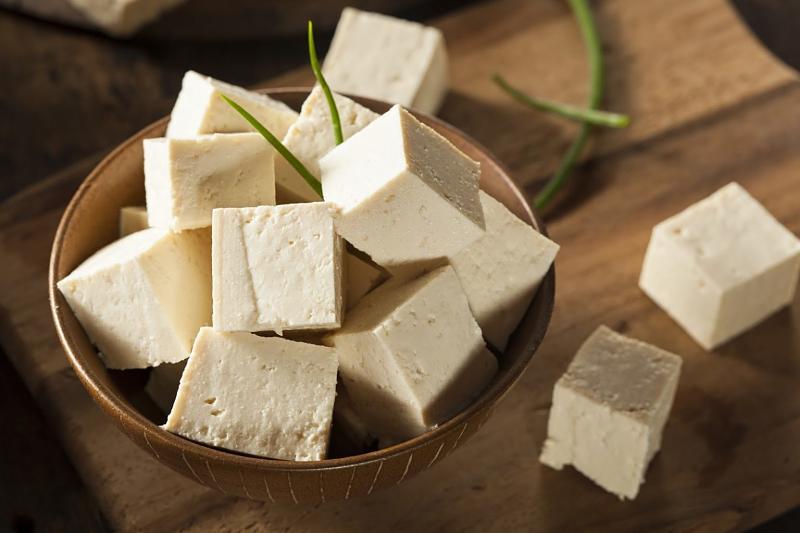 Ăn canh lá hẹ và đậu phụ điều trị bệnh mề đay