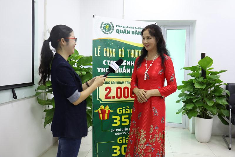 NSƯT Thanh Hiền chia sẻ với phóng viên trong buổi lê Khai trương và Công bố thương hiệu CTCP Bệnh viện Quân dân 102