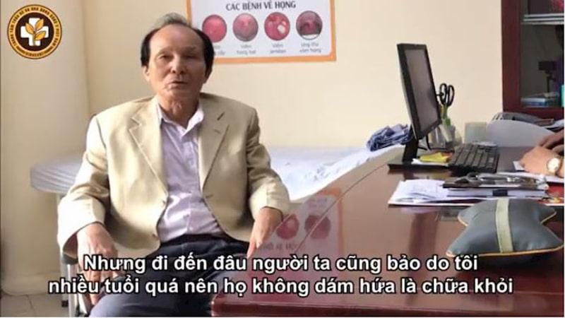 Bệnh nhân Hồ Sỹ Nhiếp không phải ngồi xe lăn sau quãng thời gian điều trị với bác sĩ Đăng