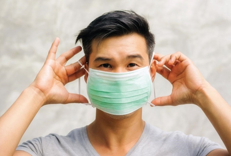 Luôn đeo khẩu trang mỗi khi ra ngoài để phòng chống bệnh