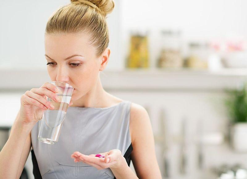 Thuốc Tây y giúp giảm tình trạng viêm nhiễm, đau rát khi đi tiểu