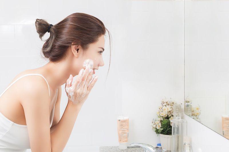 Người bệnh có thể sử dụng các loại thuốc bôi chữa dị ứng mỹ phẩm