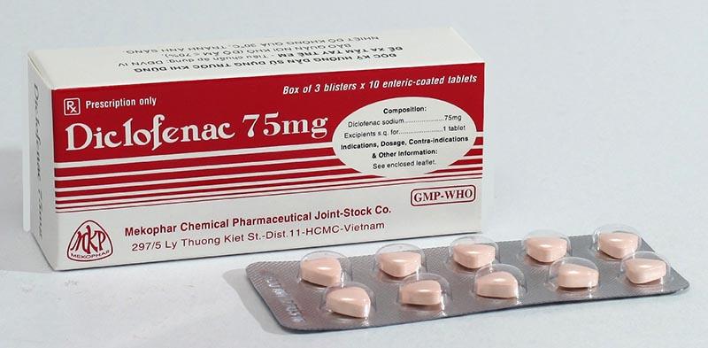Khi sử dụng thuốc Diclofenac chị em không nhai hoặc nghiền nát viên uống
