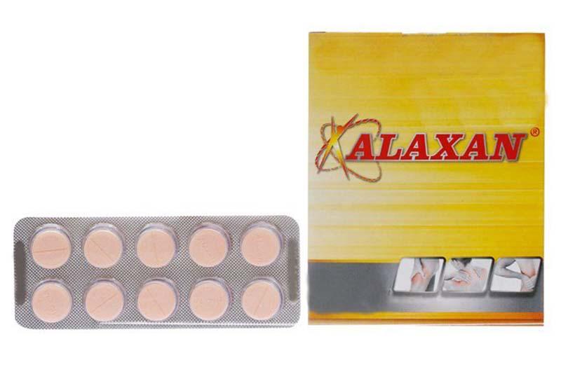 Alaxan tác động ngay ở nguồn các chất trung gian dẫn truyền cảm giác đau, ức chế sự phóng thích prostaglandin