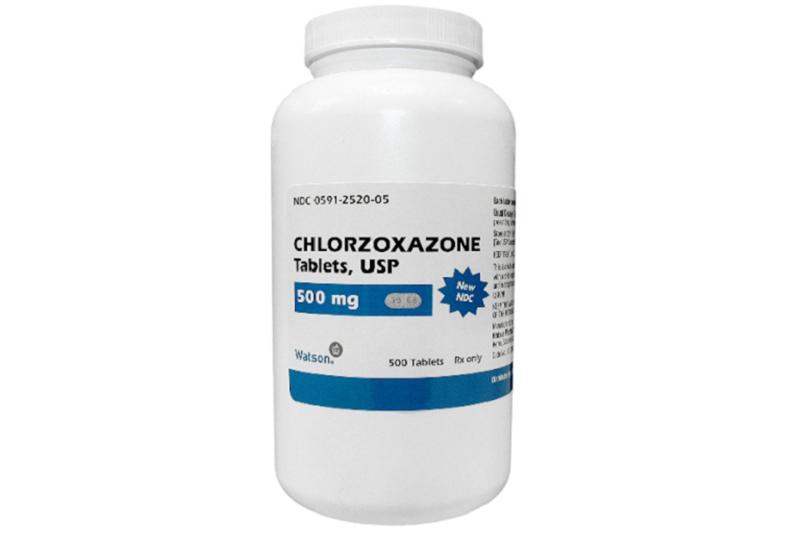 Thuốc giãn cơ Chlorzoxazone gây các tác dụng phụ như mệt mỏi, buồn nôn, đau bụng, buồn ngủ,... người bệnh cần lưu ý