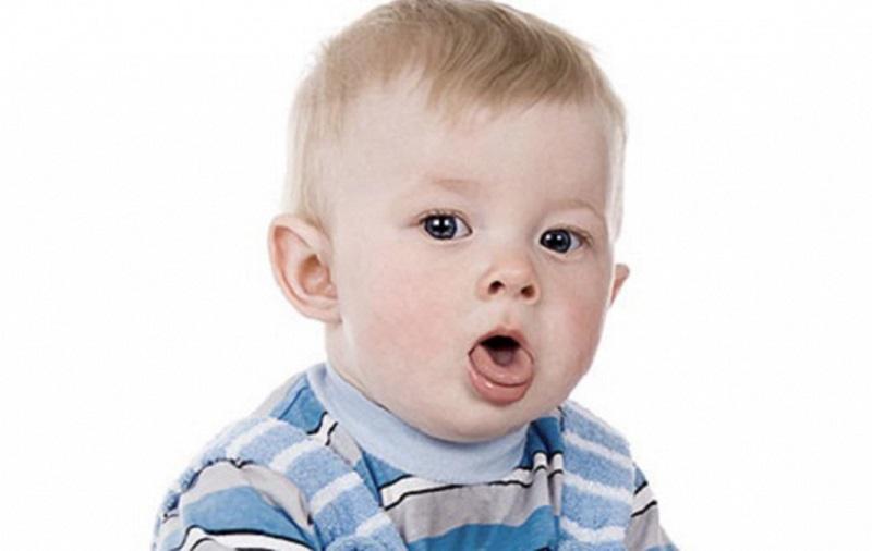 Khi bé bị ho sổ mũi cần điều trị sớm
