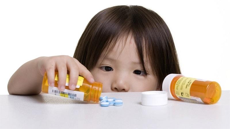 Trong phác đồ điều trị vi khuẩn HP ở trẻ em thường bao gồm các loại kháng sinh và thuốc giảm tiết axit, sử dụng trong thời gian không quá 14 ngày.