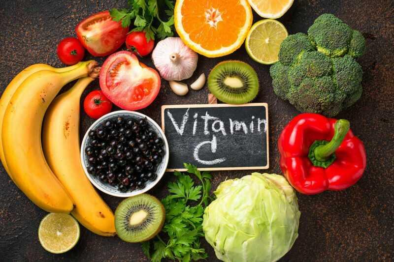 Vitamin C giúp tăng cường sức đề kháng, đồng thời hỗ trợ điều trị ho hiệu quả