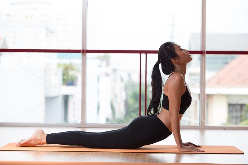 Yoga chữa bệnh trào ngược dạ dày thực quản bằng tư thế rắn hổ mang