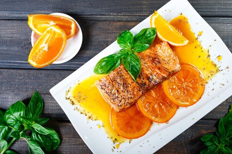 Món cá hồi sốt cam - Câu trả lời cho thắc mắc ăn gì cương lâu của nam giới