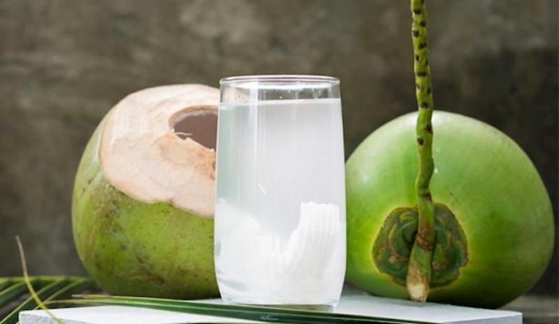 Nước dừa giải nhiệt cơ thể