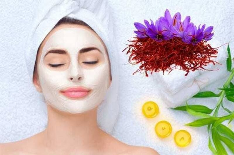 Dùng Saffron cùng với các nguyên liệu khác làm mặt nạ dưỡng da